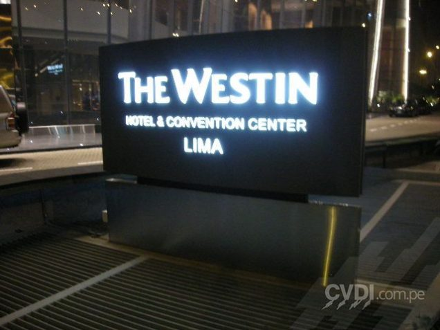 Letrero luminoso exterior para The Westin Hotel & Convention Center Lima
