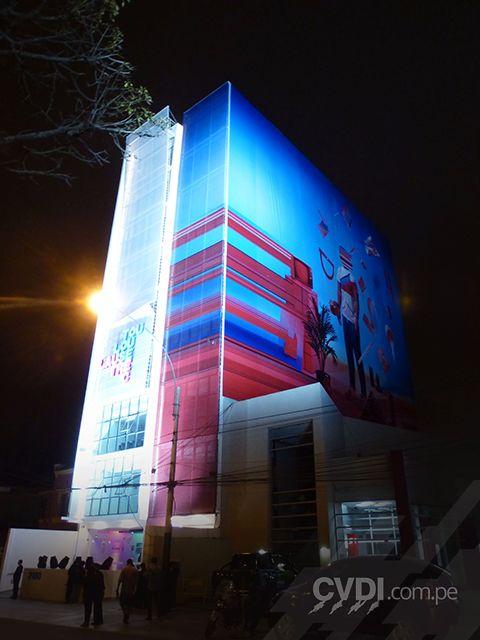 Señalética exterior - Letrero luminoso y recubrimiento de fachada para edificio para Toulose Lautrec