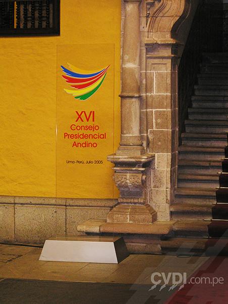 Totem en acrílico - XVI Consejo Presidencial Andino 2005