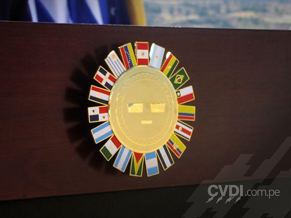 Placa grabada con logotipo - Grupo de Río Peru – XVII Cumbre Presidencial 2003
