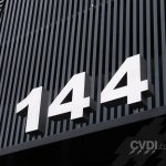 Señalética corporativa - rótulo numérico para edificio corporativo